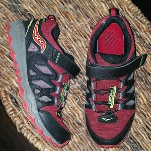 Saucony red black shoes size 3